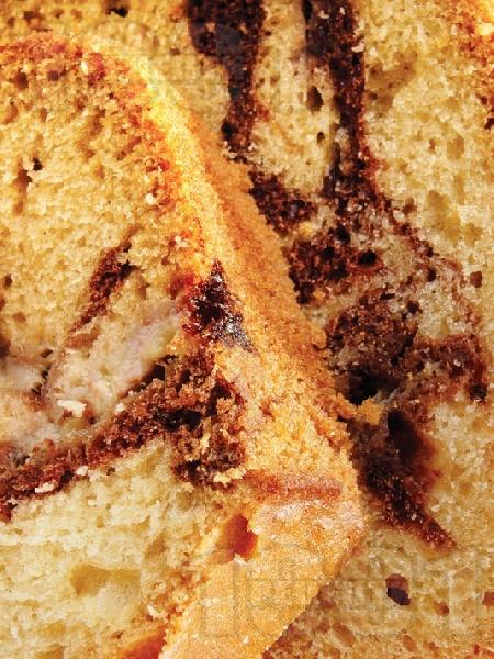 Шарен кейк с кисело мляко, ябълки и шоколад - снимка на рецептата